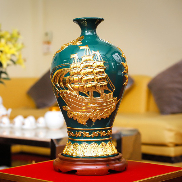 A pottery product is introduced online