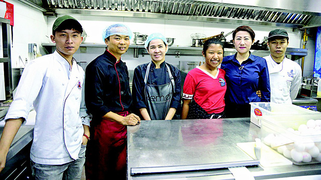 Vietnamese in UAE eager to cheer on national football team at Asian Cup