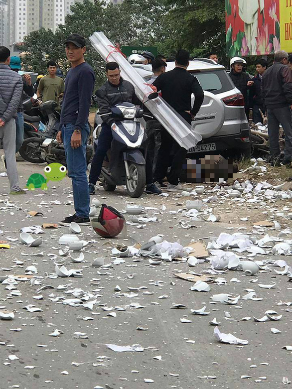 Two dead, five severely injured as car hits taxi, motorbikes in Hanoi