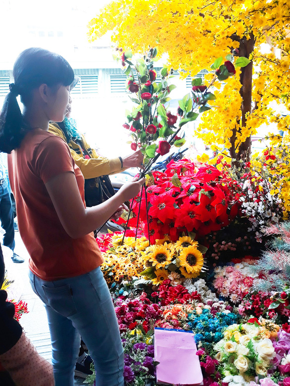 People choose artificial plants at a store in Ho Chi Minh City. Photo: Tuoi Tre