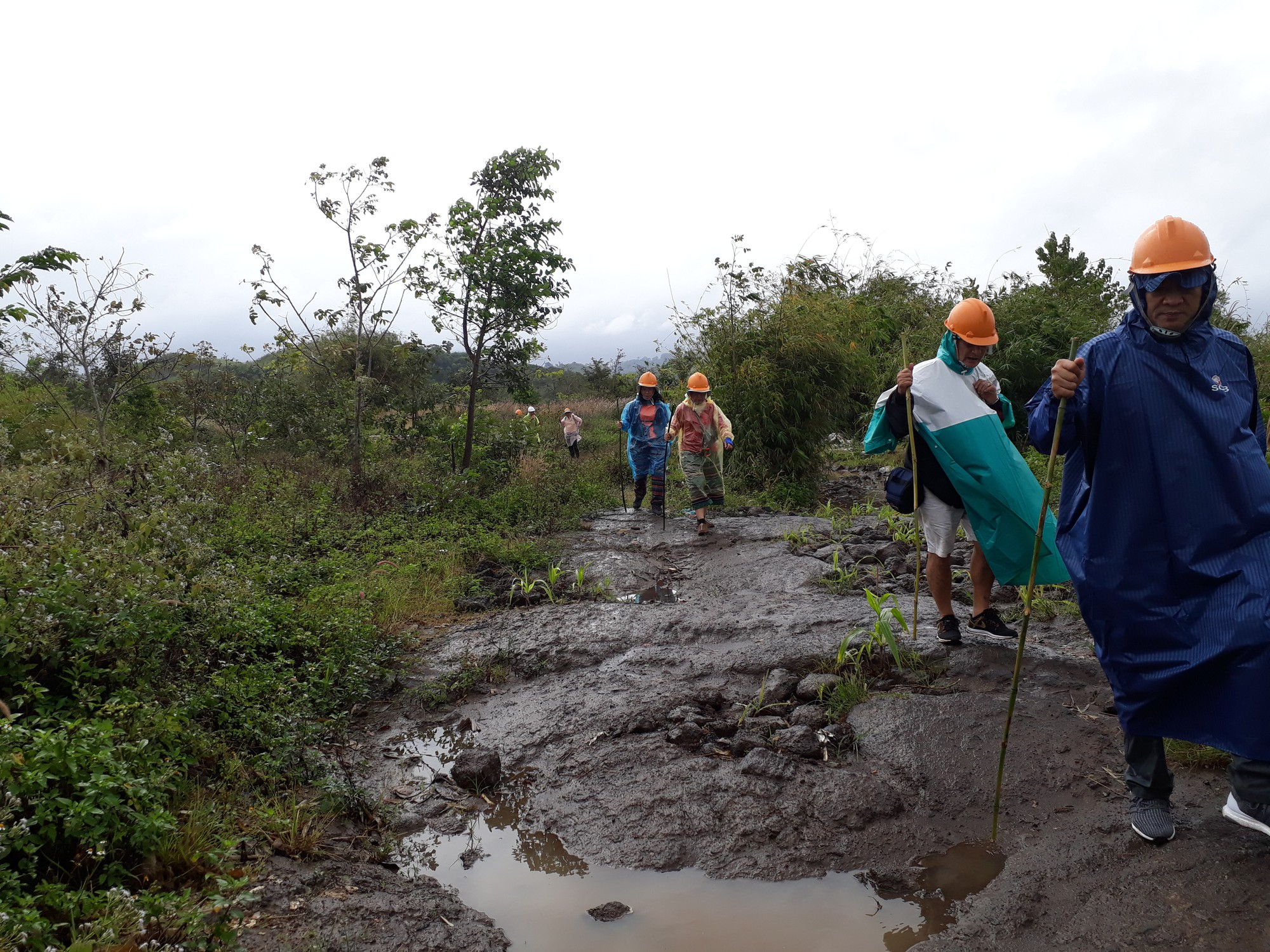 Visitors walk on a path leading to the Chu B'luk (Genesis) volcano in Dak Nong Province, Vietnam's Central Highlands. Photo: Tuoi Tre