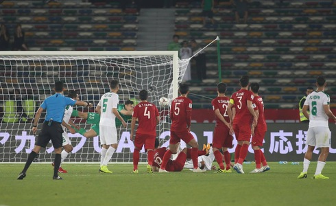 Late Iraq goal steals draw for brave Vietnam in Asian Cup opener