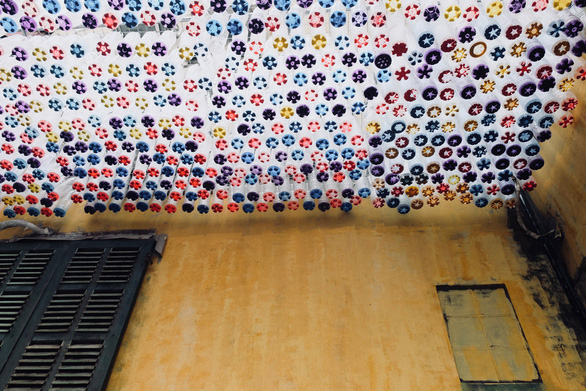An awning formed from 1,000 plastic bottles is seen at Nguyen Van Tho's coffee shop in Hanoi, Vietnam. Photo: Tuoi Tre