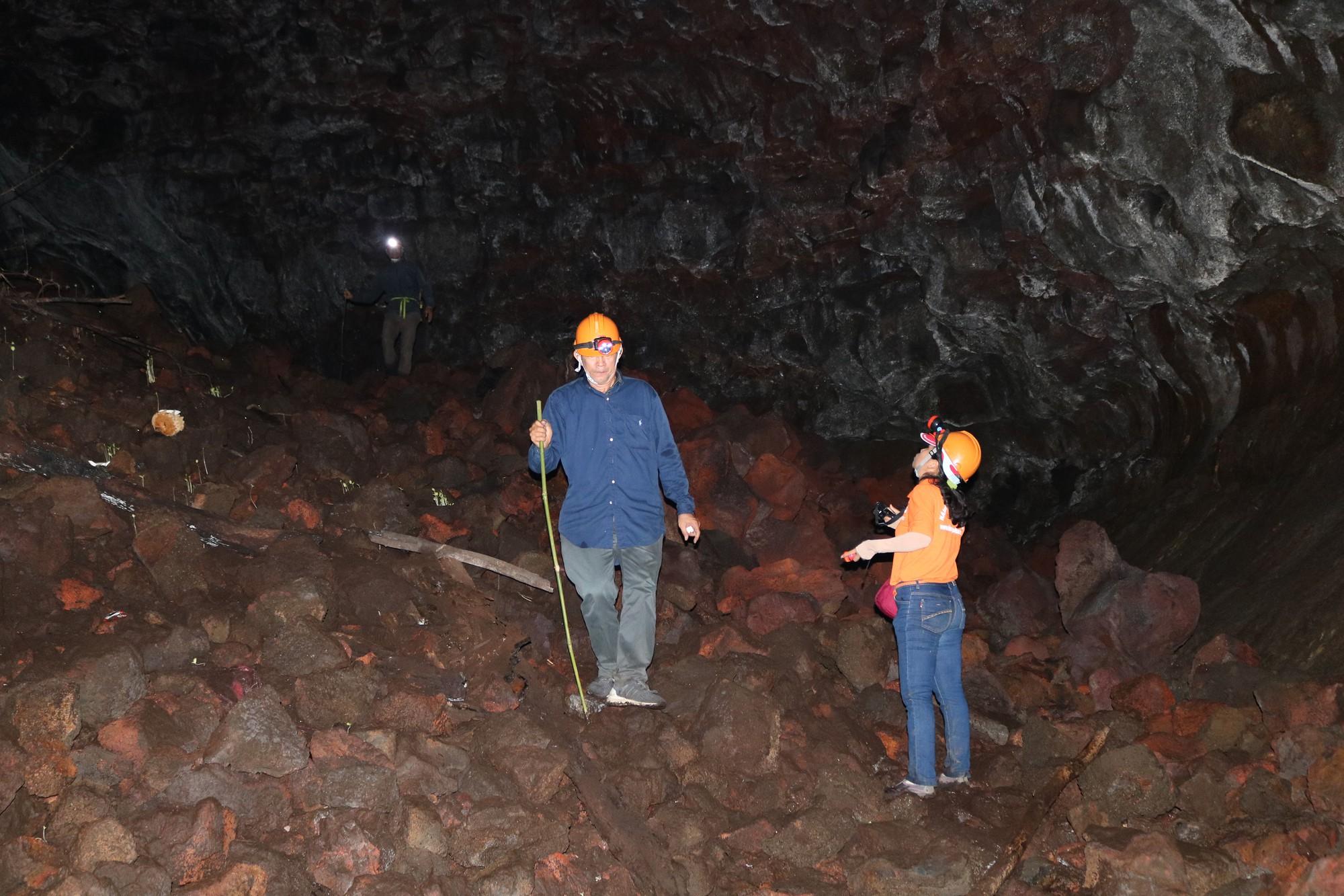 The inside of the C8 lava cave in Dak Nong Province, Vietnam's Central Highlands. Photo: Tuoi Tre