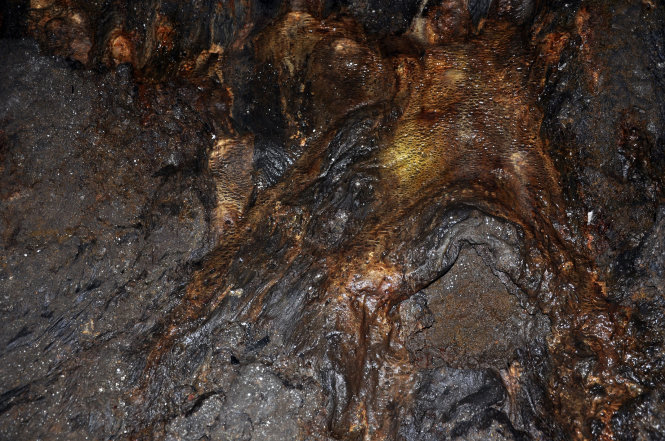 Magma traces inside the C7 lava cave in Dak Nong Province, Vietnam's Central Highlands. Photo: Tuoi Tre