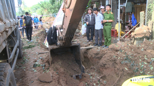 One wounded, houses damaged as excavator triggers bomb explosion in Vietnam