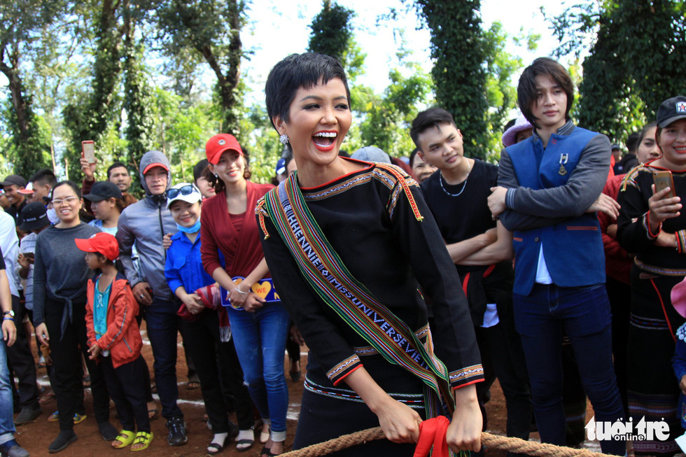 Vietnamese beauty queen revisits hometown after Miss Universe top-five finish