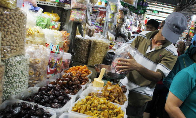 Vietnamese Tet holiday markets flooded with mislabeled jams, dried fruits from China
