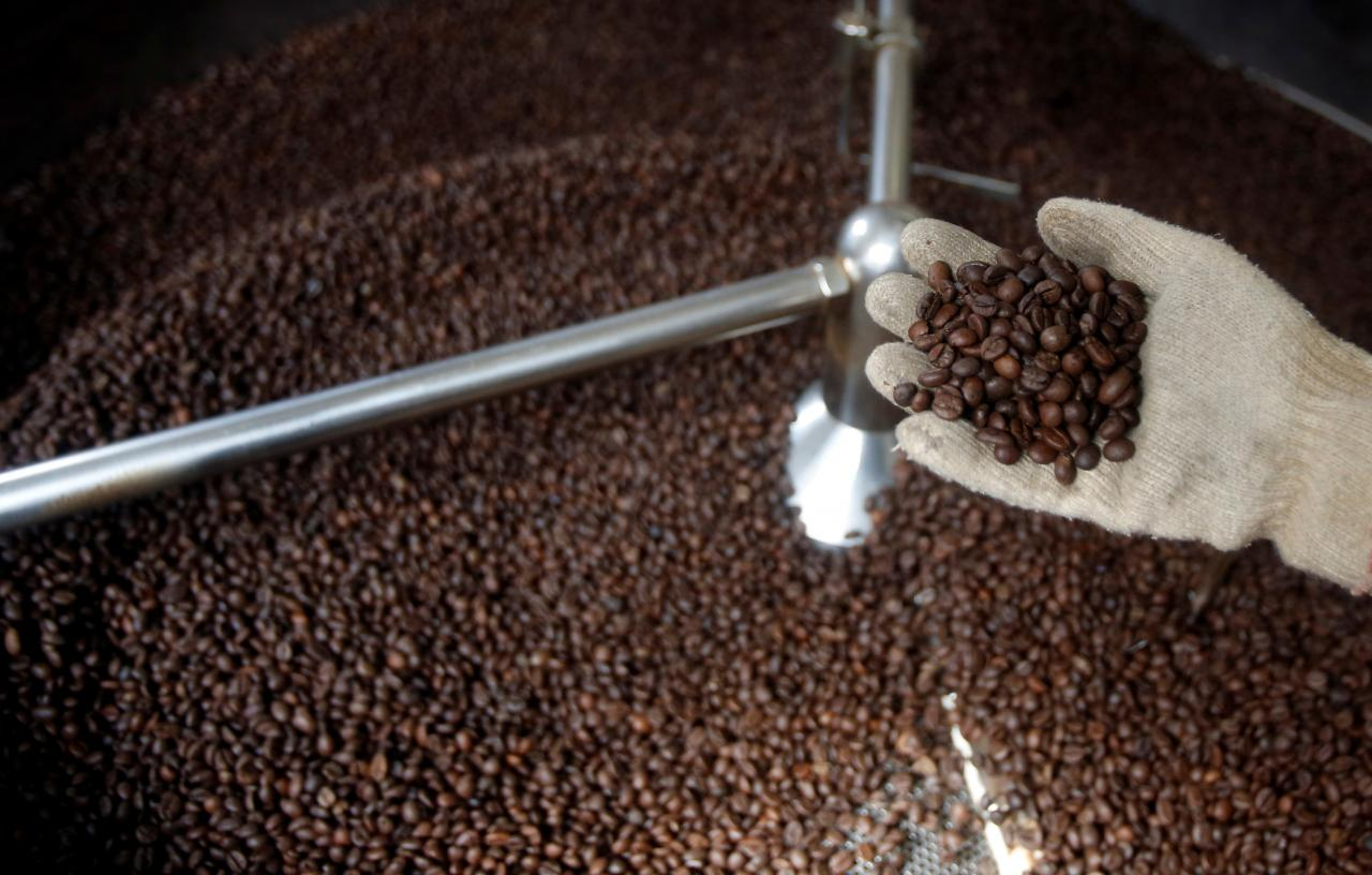 Vietnam coffee traders cut output forecast by 10 percent