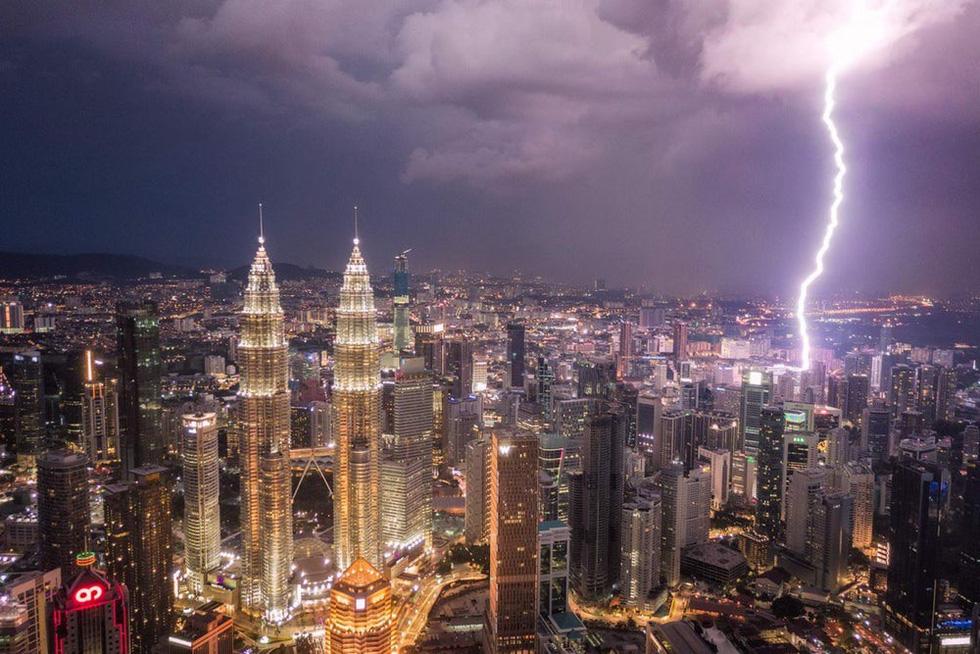 Thunder in the sky of Kuala Lumpur, Malaysia. Photo: Dronestagram/kolibik-foto