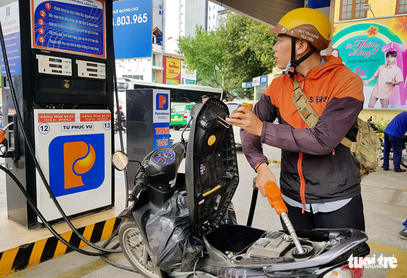 Self-service launched at 11 Petrolimex gas stations in Ho Chi Minh City