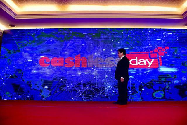 Tuoi Tre newspaper proposes designating June 16 as 'Cashless Day'