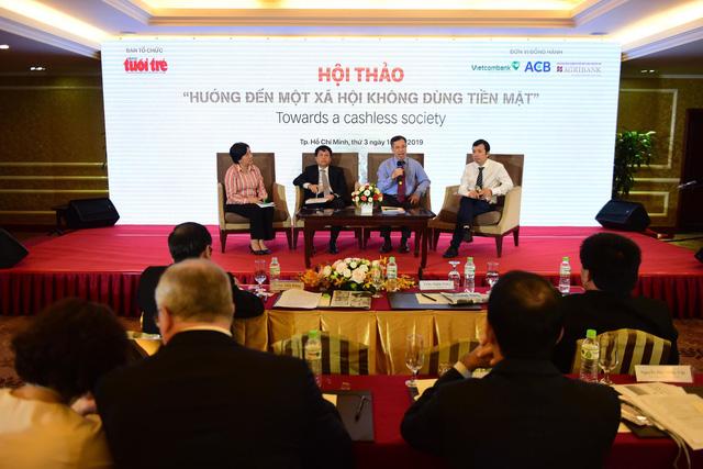 Experts speak at the seminar 'Towards a cashless society' in Ho Chi Minh City on January 15, 2019. Photo: Tuoi Tre