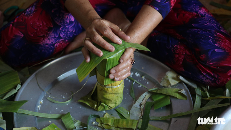 'Banh tet' is rolled in banana leaves into a thick, log-like cylindrical shape. Photo: Tuoi Tre
