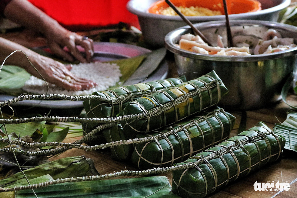 Rolls of uncooked 'banh tet'. Photo: Tuoi Tre