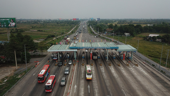 Drivers lament slow commute as expressway gets crowded over toll exemption in Vietnam