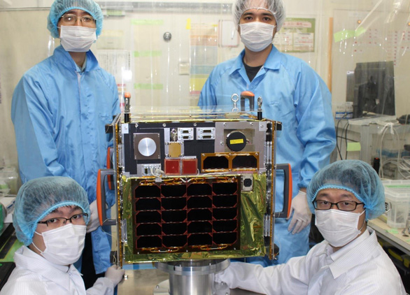 Engineers pose for a picture with MicroDragon before it is transported to Japan's Uchinoura Space Center, December 19, 2018. Photo: University of Tokyo