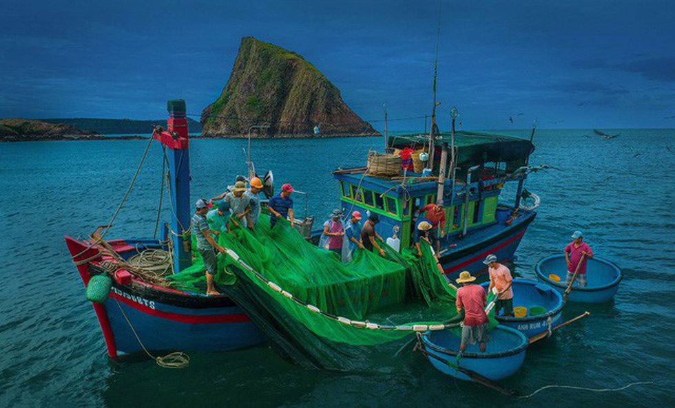 Bustling fishing activities. Photo: TRAN BAO HOA