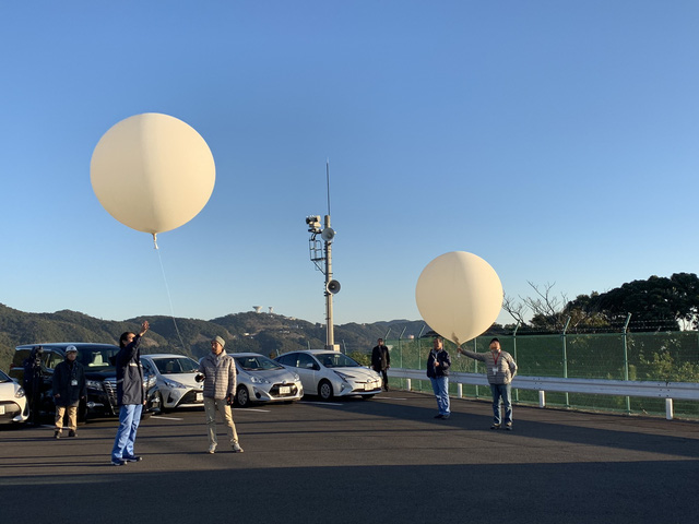 Technicians from the Japan Aerospace Exploration Agency launch weather balloons before Epsilon-4 departs the Uchinoura Space Center in southern Japan, January 18, 2019. Photo: Thanh Ha / Tuoi Tre