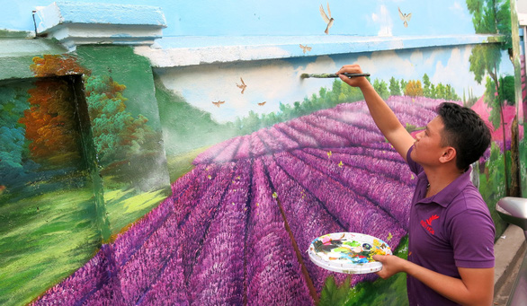 A painter completes a mural at Ho Thi Ky flower market in Ho Chi Minh City. Photo: Tu Trung / Tuoi Tre