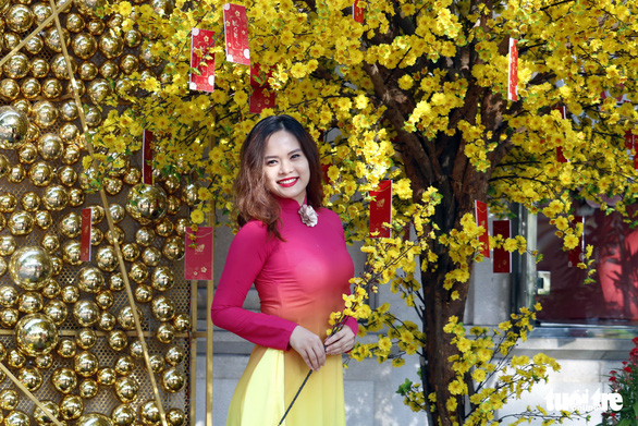 A girl poses for a photo in her conventional-styled 'ao dai.' Photo: Ngoc Phuong / Tuoi Tre