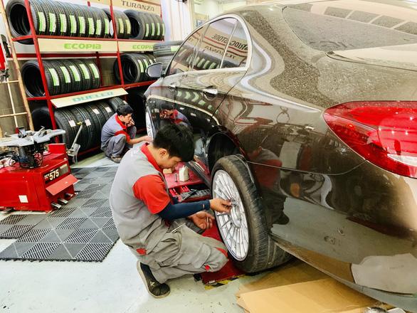 Saigonese lighten wallets on car maintenance, upgrade as Tet nears