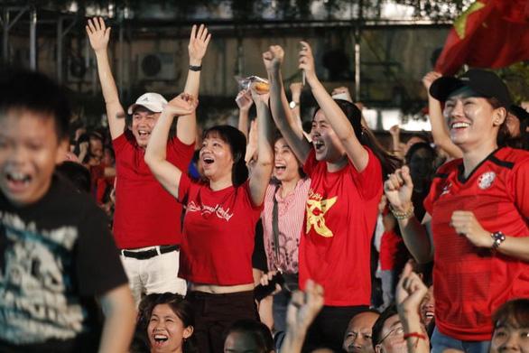 Vietnamese fans celebrate in Ho Chi Minh City on January 20, 2019. Photo: Ngoc Phuong / Tuoi Tre