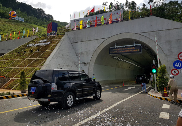 Passage of $172mn double-tunnel system opens to traffic in south-central Vietnam