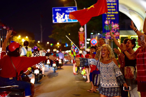 Vietnamese fans celebrate in Ho Chi Minh City on January 20, 2019. Photo: Duyen Phan / Tuoi Tre