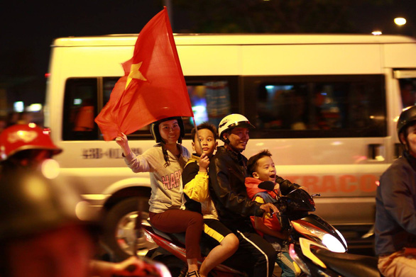 Vietnamese fans celebrate in Da Nang City on January 20, 2019. Photo: Tan Luc / Tuoi Tre