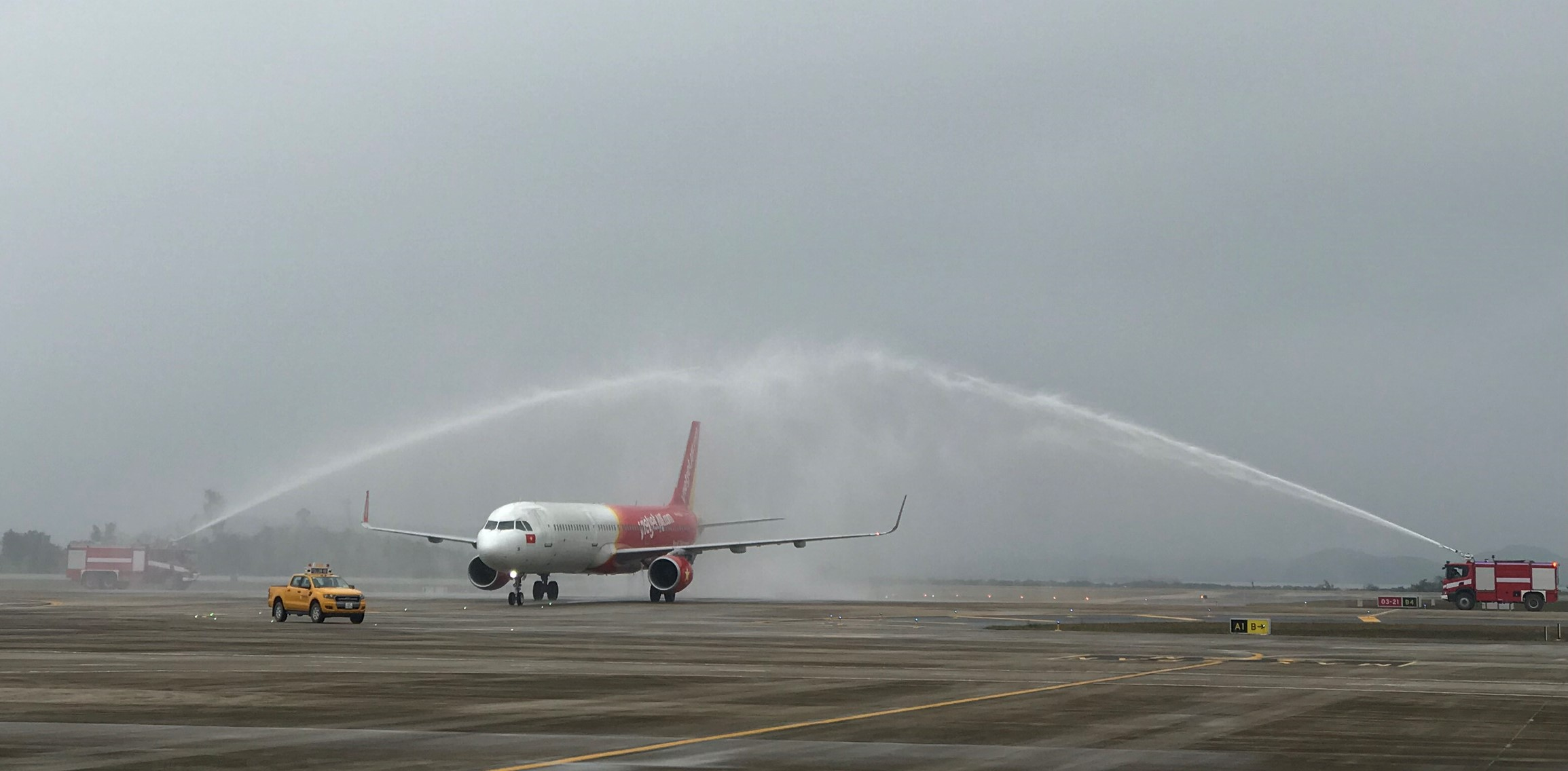 Vietnam's low-cost airline launches flights connecting Ho Chi Minh City and Ha Long Bay home