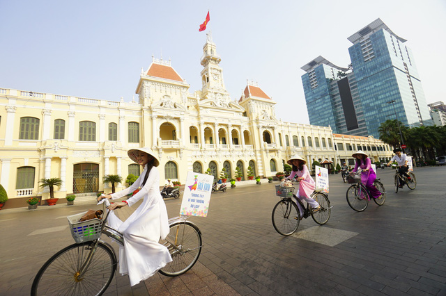 Vietnamese increasingly spend Lunar New Year away from home