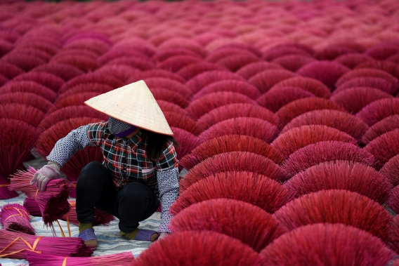 The color of incense in Vietnam