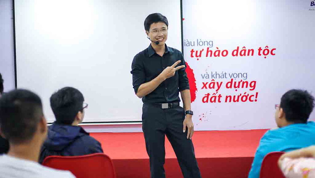Vietnamese man leaves well-paid job for freelance coaching