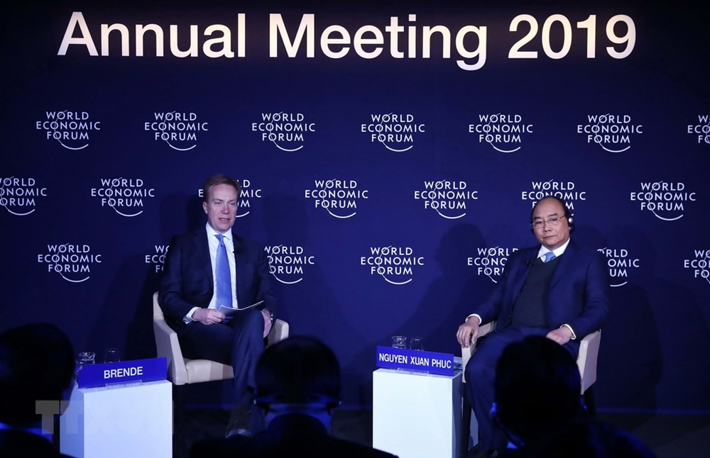 Vietnamese premier, WEF president join Vietnam-themed dialogue at annual meeting