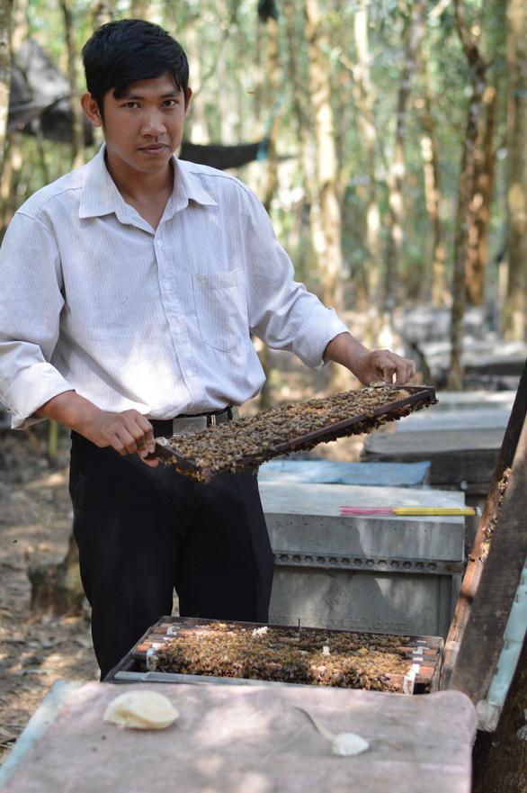 Man develops honeybee farming, helps locals earn a living in southern Vietnamese province