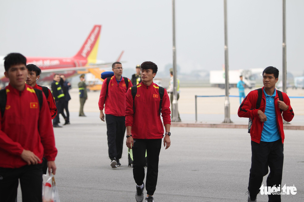 Players leave for the VFF headquarters. Photo: Nguyen Khanh / Tuoi Tre