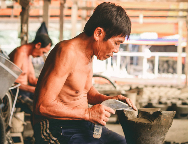Craftsmen trim clay stoves at a workshop in Ho Chi Minh City, Vietnam, January 2019. Photo: Thanh Yen / Tuoi Tre