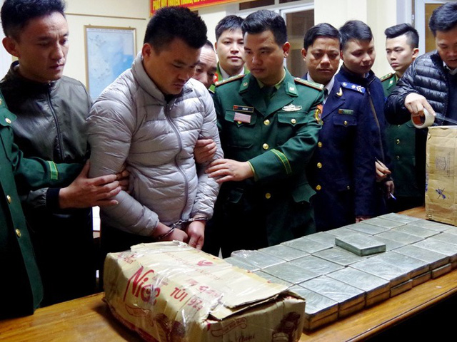 Four nabbed for smuggling 120 bricks of heroin from Laos into Vietnam