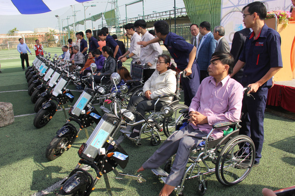 People with disabilities sit in wheelchairs provided by Duy Tan University in Da Nang, Vietnam, January 26, 2019. Photo: Truong Trung / Tuoi Tre