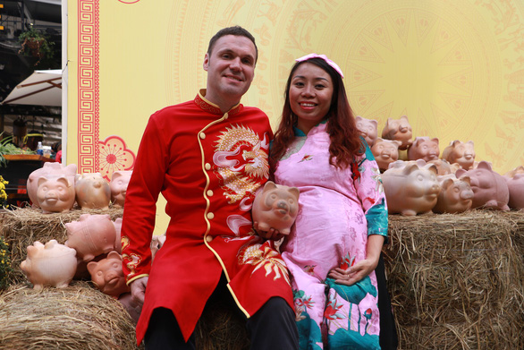 <em>Rhys, a British national, and his Vietnamese wife, Mai Thy, pose for a photo when they visited the Ho Chi Minh City Youth Culture House on January 27, 2019. Photo:</em> Binh Minh / Tuoi Tre
