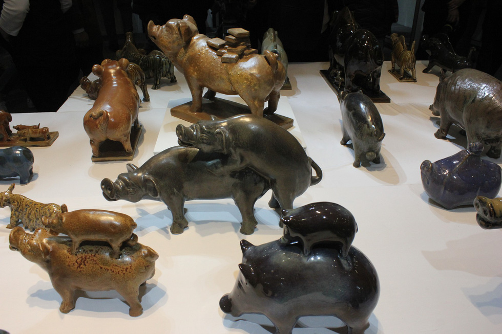 Pig figurines are seen coming from all shapes and sizes. Photo: Thien Dieu / Tuoi Tre