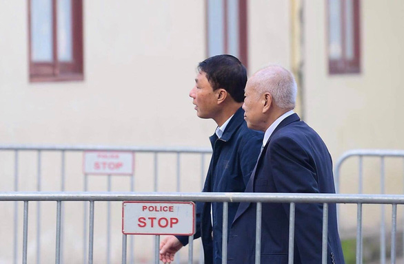 Tran Viet Tan (L), former Vietnamese deputy minister of public security, arrive at a court in Hanoi on January 28, 2019. Photo: Tuan Ling / Tuoi Tre