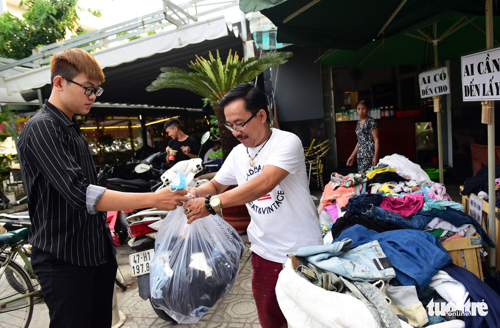 Saigon man offers hand-me-downs to needy people ahead of Tet