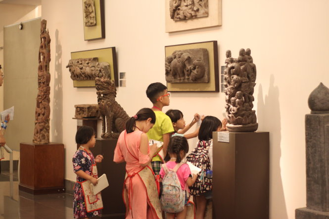 Vietnam couple co-founds private art institute for children