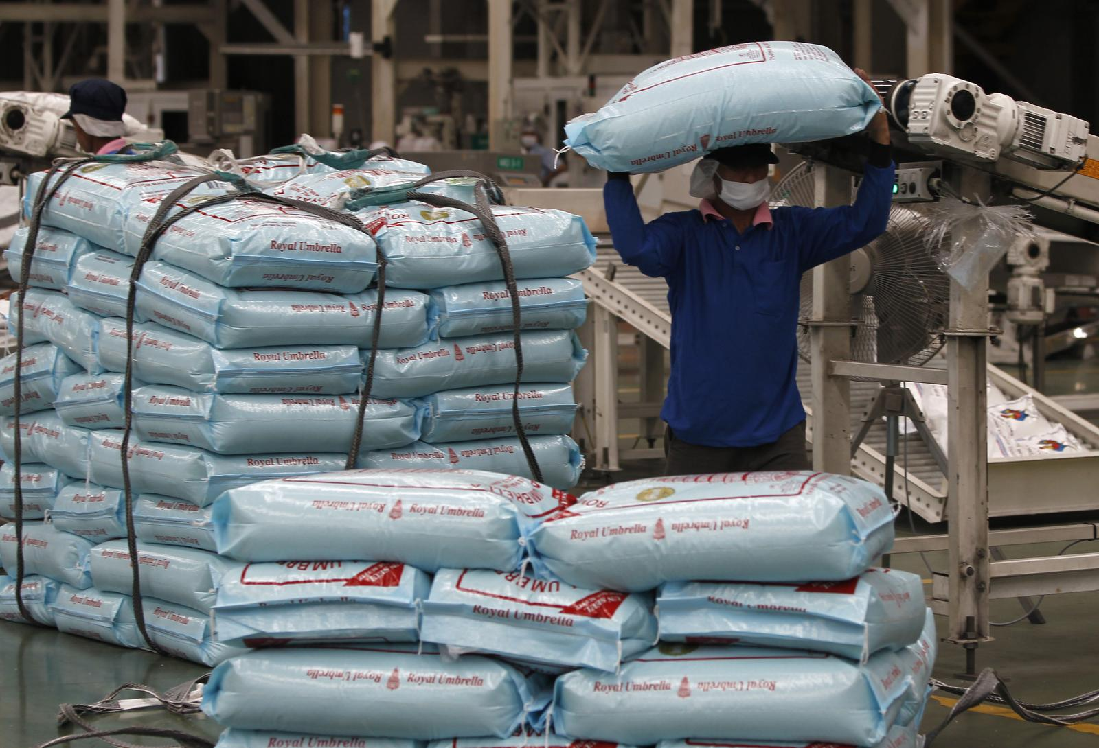 Indian, Thai rice markets quiet; Bangladesh clamps down on hoarders