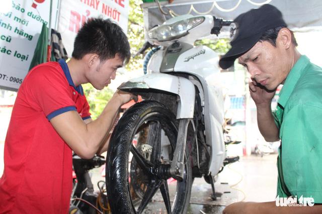 The art of motorbike repairs in Vietnam
