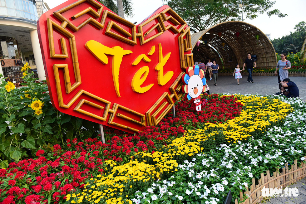 Expat-packed neighborhood in Ho Chi Minh City organizes spring flower festival