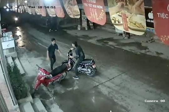 20-yo suspect captured for fatally cutting throat of taxi driver in Hanoi