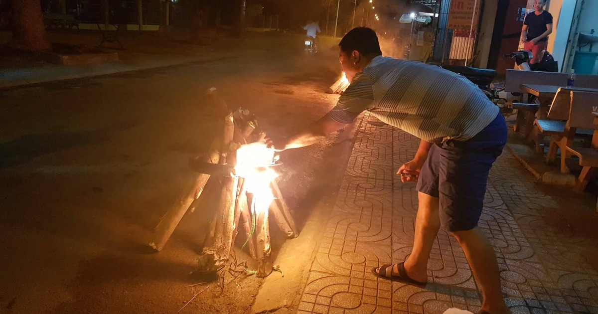Vietnam's highway 'set on fire' for Lunar New Year's Eve